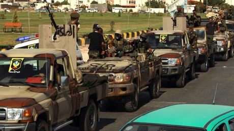 Kämpfer der Libysch-Nationalen Armee (LNA) von General Chalifa Haftar auf der Fahrt von Bengasi nach Sirte (Bild vom 18. Juni).