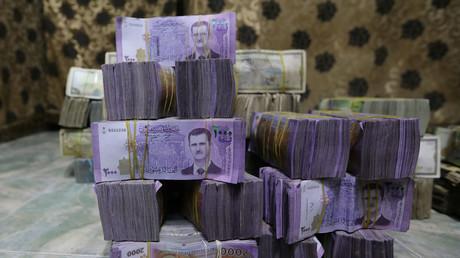 Der Wertverlust des syrischen Pfundes hat sich in den letzten Wochen beschleunigt. Im Vergleich zum US-Dollar beträgt sein Wert nur noch ein Fünfzigstel der Vorkriegszeit.