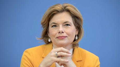 Bundeslandwirtschaftsministerin Julia Klöckner möchte am Freitag gerne mit Vertretern der Fleischbranche u. a. über eine