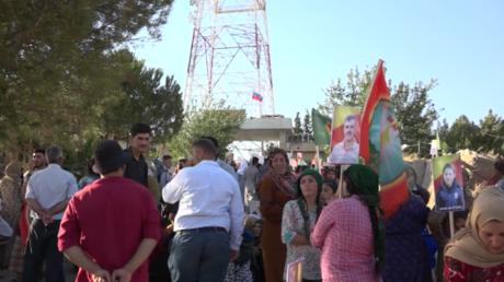 Syrien: Hunderte Kurden strömen vor russische Basis und fordern Schutz vor türkischen Angriffen