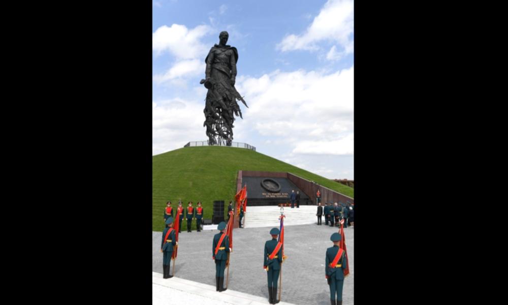 """""""Fleischwolf von Rschew"""" – Putin und Lukaschenko enthüllen neues großes Denkmal gegen das Vergessen"""