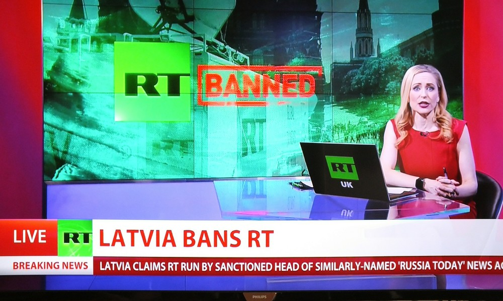 Alles falsch gemacht: Lettland verbietet RT mit fadenscheiniger Begründung (Video)