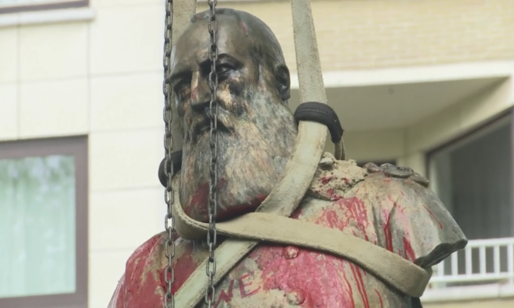 """""""Nur ein erster Schritt der Entkolonialisierung"""" - Belgien lässt umstrittene Statue entfernen"""