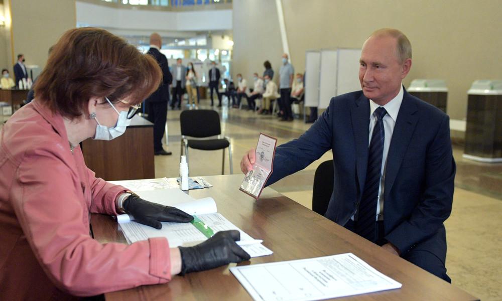 """Trotz westlicher """"Warnungen"""": Große Mehrheit der Russen unterstützt Verfassungsänderung"""