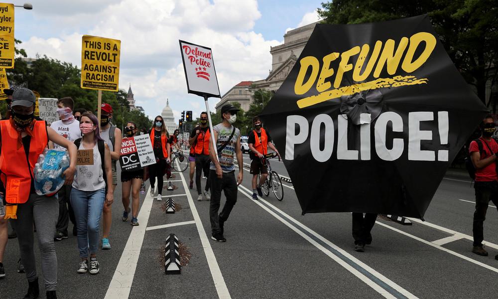 New York: Waffenkriminalität erreicht Höhepunkt – Polizeihaushalt um eine Milliarde Dollar gekürzt