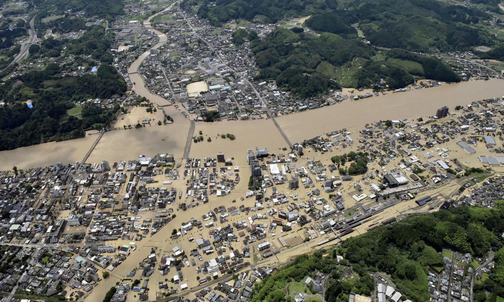 Überschwemmungen in Japan: Zehntausende müssen Häuser verlassen | BR24