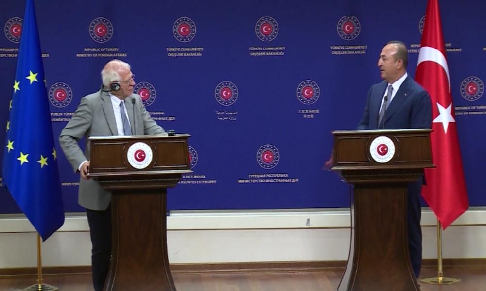 Türkischer Außenminister zur EU: Kritisiert uns nicht, sonst lassen wir Migranten zu Euch kommen