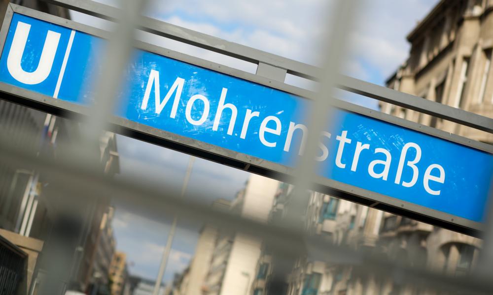 """Überflüssig oder überfällig? RT-Straßenumfrage zur Umbenennung des U-Bahnhofs """"Mohrenstraße"""""""