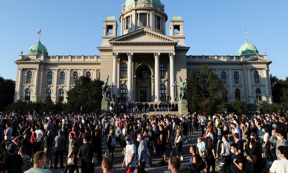 Serbien: Neue Corona-Ausgangssperre zurückgenommen – Proteste gehen weiter