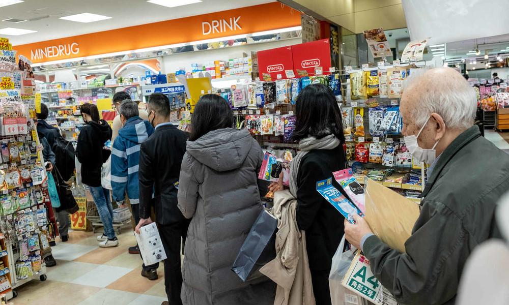 """Es darf länger dauern: Supermarkt in Japan führt """"langsame Kasse"""" für Senioren ein"""