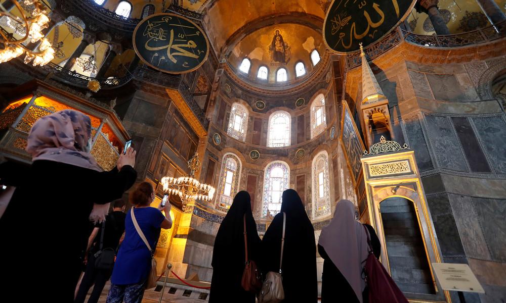 """""""Voller Schmerz"""": Papst Franziskus beklagt Umwandlung der Hagia Sophia in eine Moschee"""