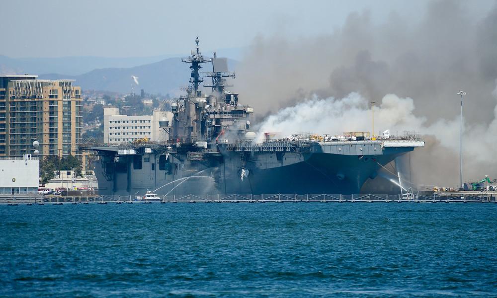 Zahlreiche Verletzte bei Großbrand auf einem Schiff der US-Marine in San Diego (VIDEOS)