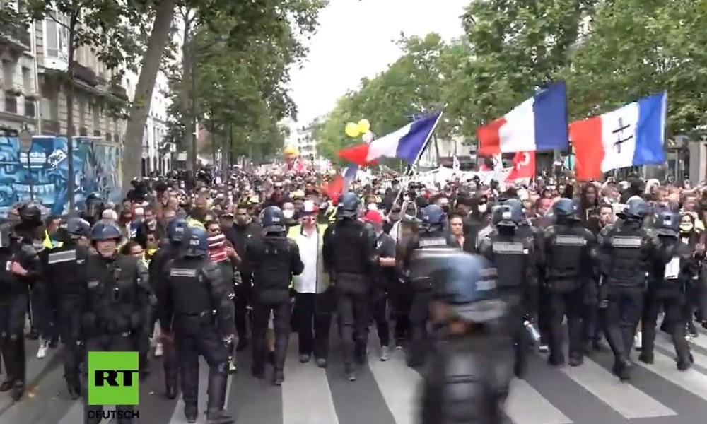 LIVE: Paris – Anti-Regierungs-Proteste am französischen Nationalfeiertag