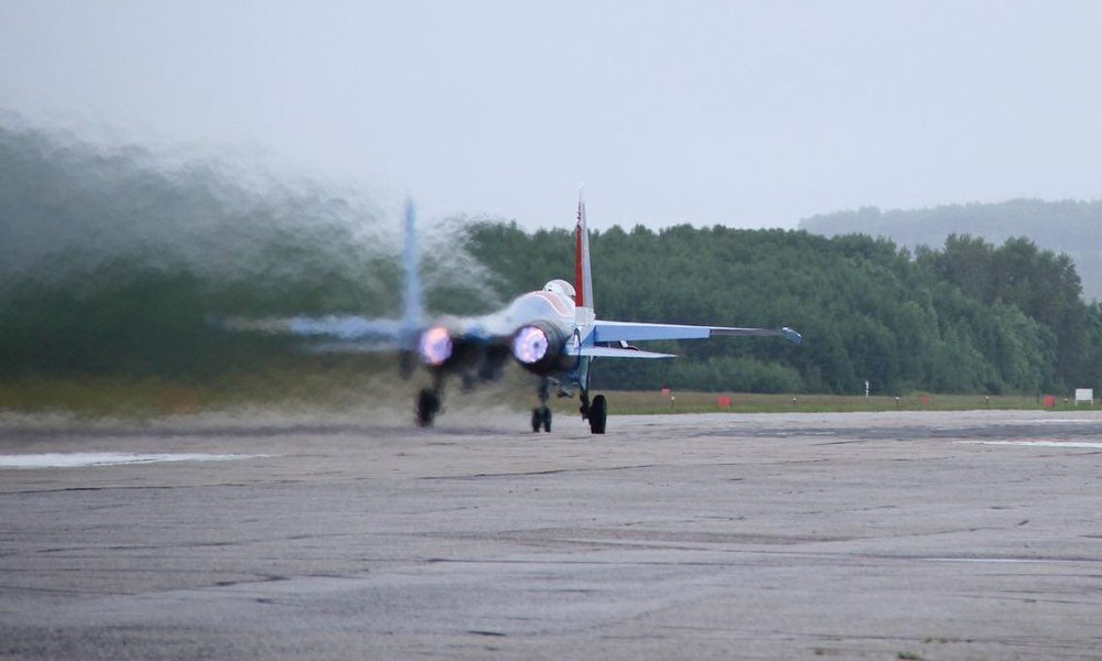 """Detailgetreue Flug- und Cockpit-Aufnahmen des russischen """"fliegenden Panzers"""" Su-25"""