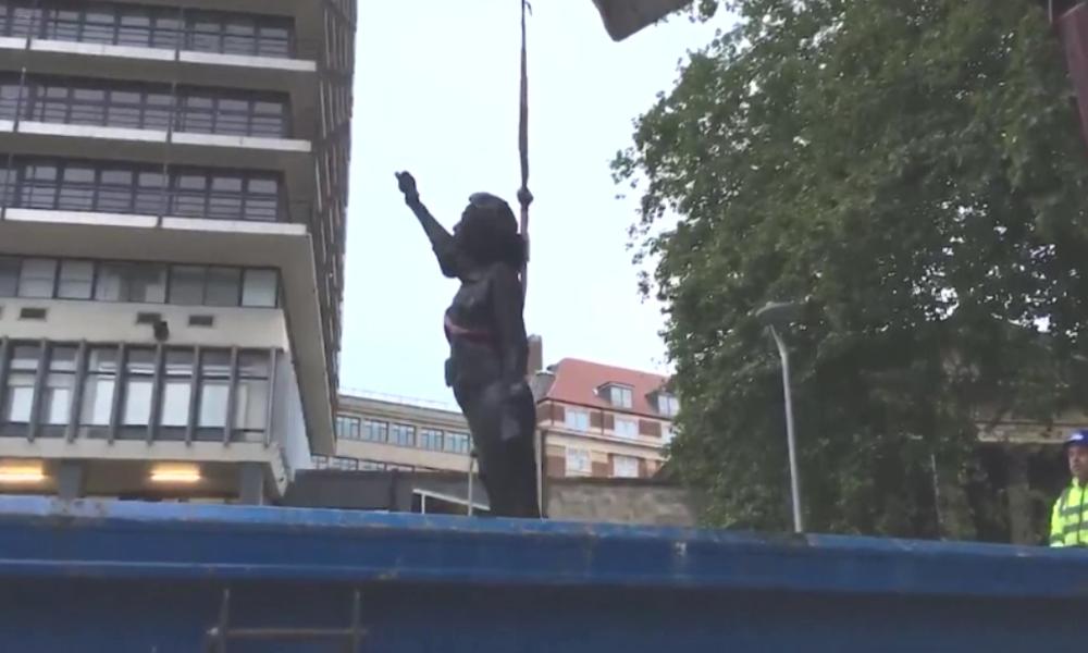 Nach Abriss von Colston-Statue: BLM-Statue auf leeren Sockel errichtet und nun wieder abgerissen