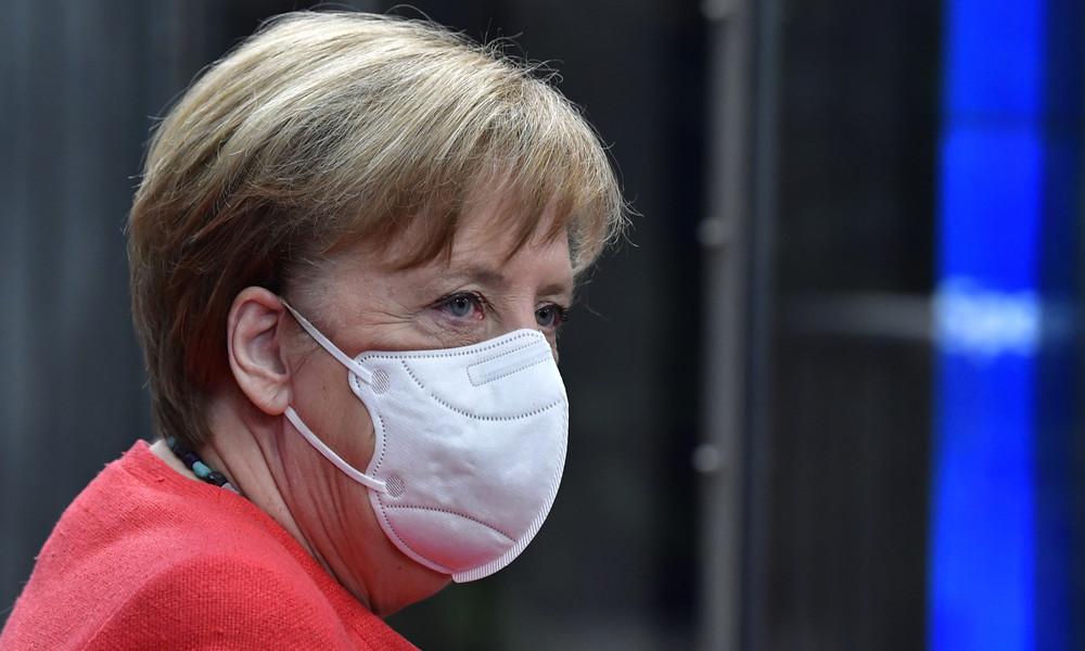 """""""Ist da jemand?"""" Video zeigt verunsicherte Bundeskanzlerin Merkel beim EU-Sondergipfel"""