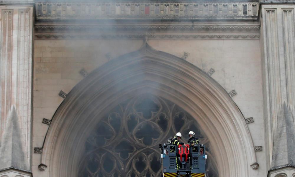 Untersuchung wegen Brandstiftung: Großbrand in Kathedrale von Nantes