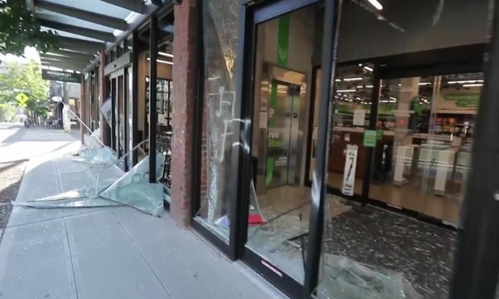 Seattle: Randalierer greifen Polizisten, Geschäfte und Polizeistation an