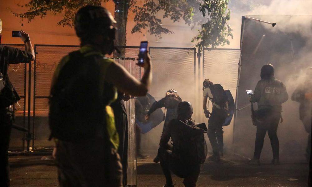 Während Berichterstattung über Proteste in Portland: Russische Journalisten schwer angegriffen