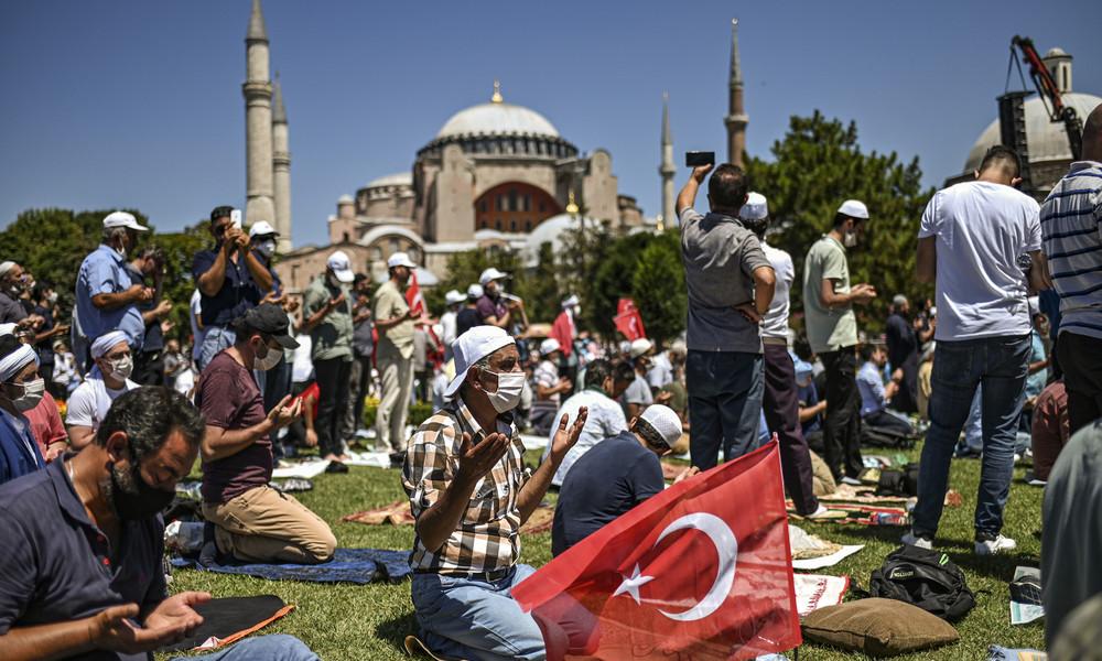Pro und Contra zur Wiedereröffnung der Hagia Sophia als Moschee