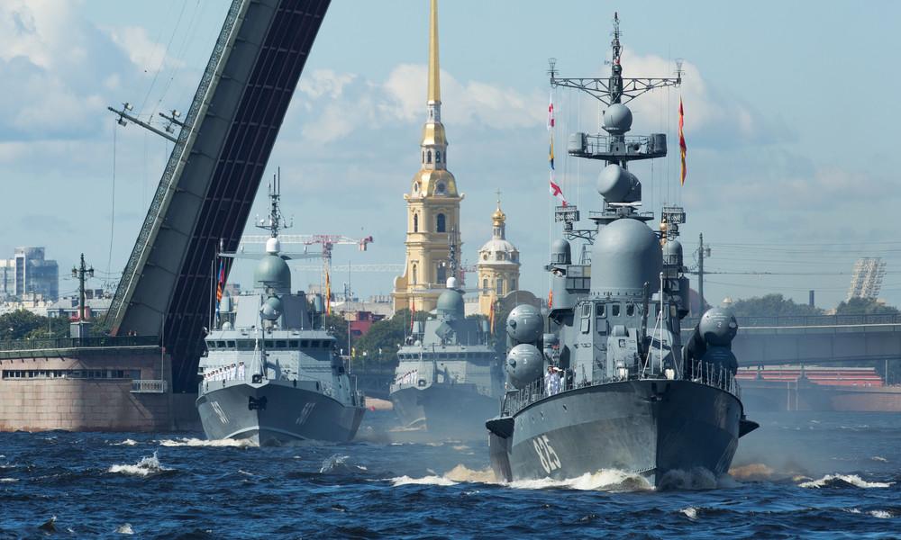 LIVE: Schiffsparade am Tag der russischen Kriegsmarine in Sankt Petersburg
