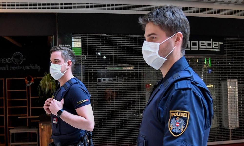 Nach Denunziation von Nachbarin: Corona-positiv-getestete Spaziergängerin in Österreich verurteilt