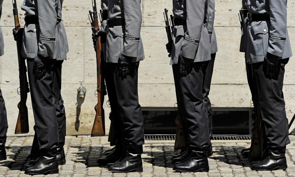 Kramp-Karrenbauer plant Rehabilitierung homosexueller Soldaten