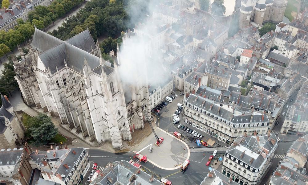 Frust wegen Ausweisung? Ruandischer Kirchenhelfer gesteht Brandstiftung in Kathedrale von Nantes