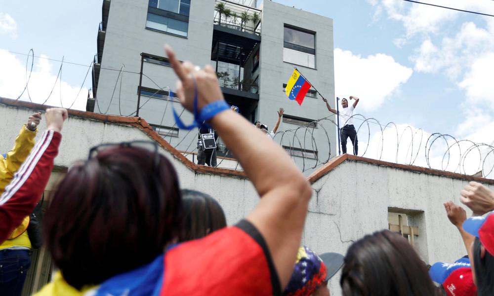 Generalkonsulat von Venezuela in Bogotá geplündert und verwüstet - Kolumbianische Polizei schaute zu