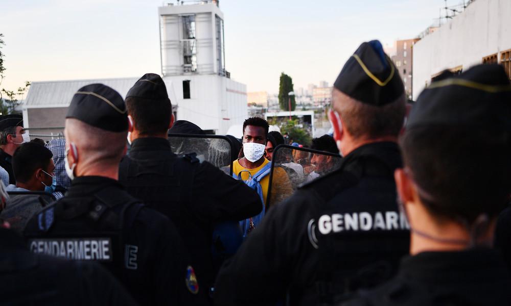 Polizei räumt Migrantenzeltlager bei Paris