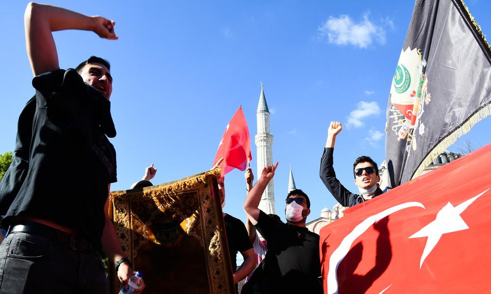 Nach Hagia-Sophia-Konvertierung: Türkische Zeitschrift ruft zur Wiederbelebung des Kalifats auf