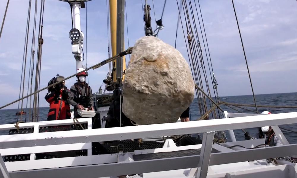 """""""Vor-legal"""" statt """"illegal"""" – Greenpeace wirft vor Rügen keine Steine mehr ins Meer"""