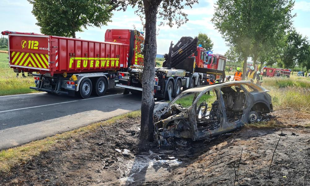 E-Auto geht bei Unfall in Flammen auf – Feuerwehr beklagt mangelnde Schulung für Brände dieser Art