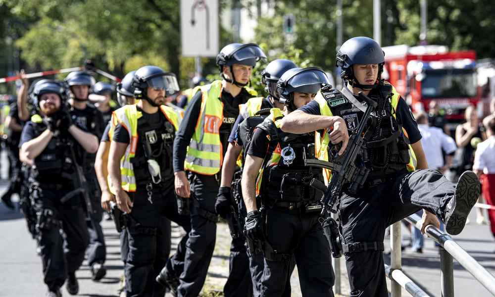 Raubüberfall auf Bankfiliale im Karstadt von Berlin-Neukölln – Viele Sondereinsatzkräfte vor Ort