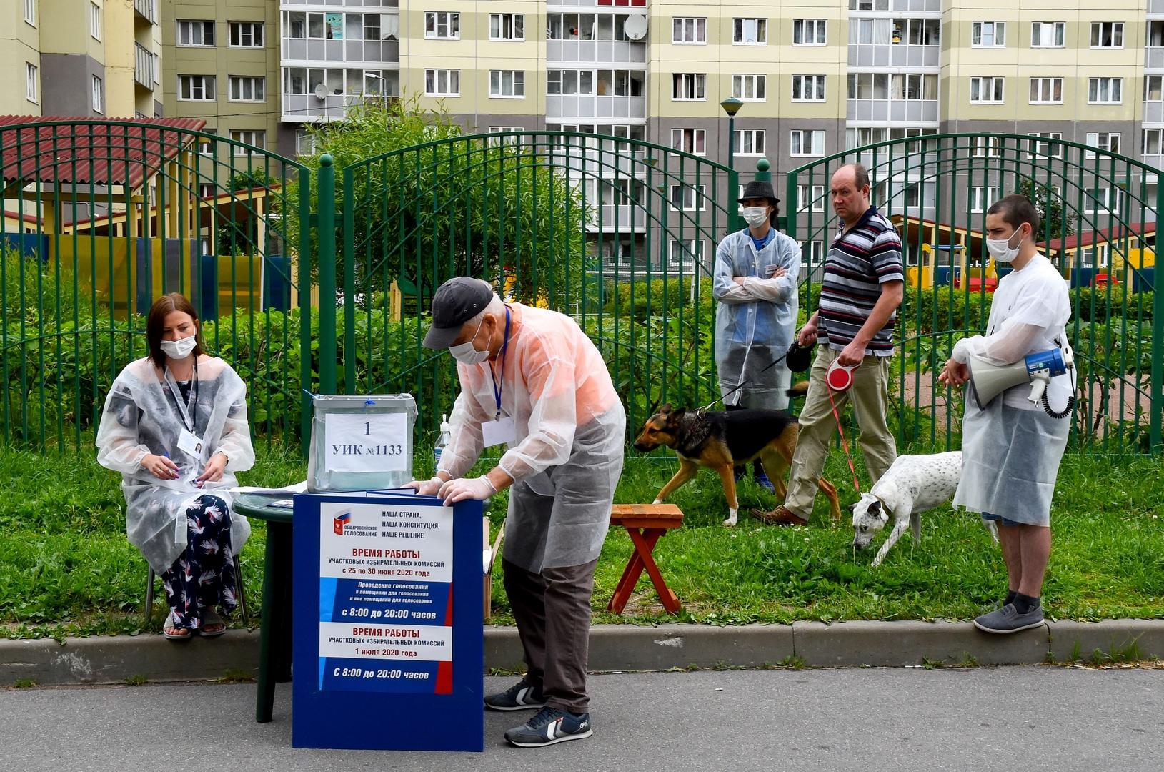 Ein Freiluftwahllokal in Sankt Petersburg, 28. Juni 2020.