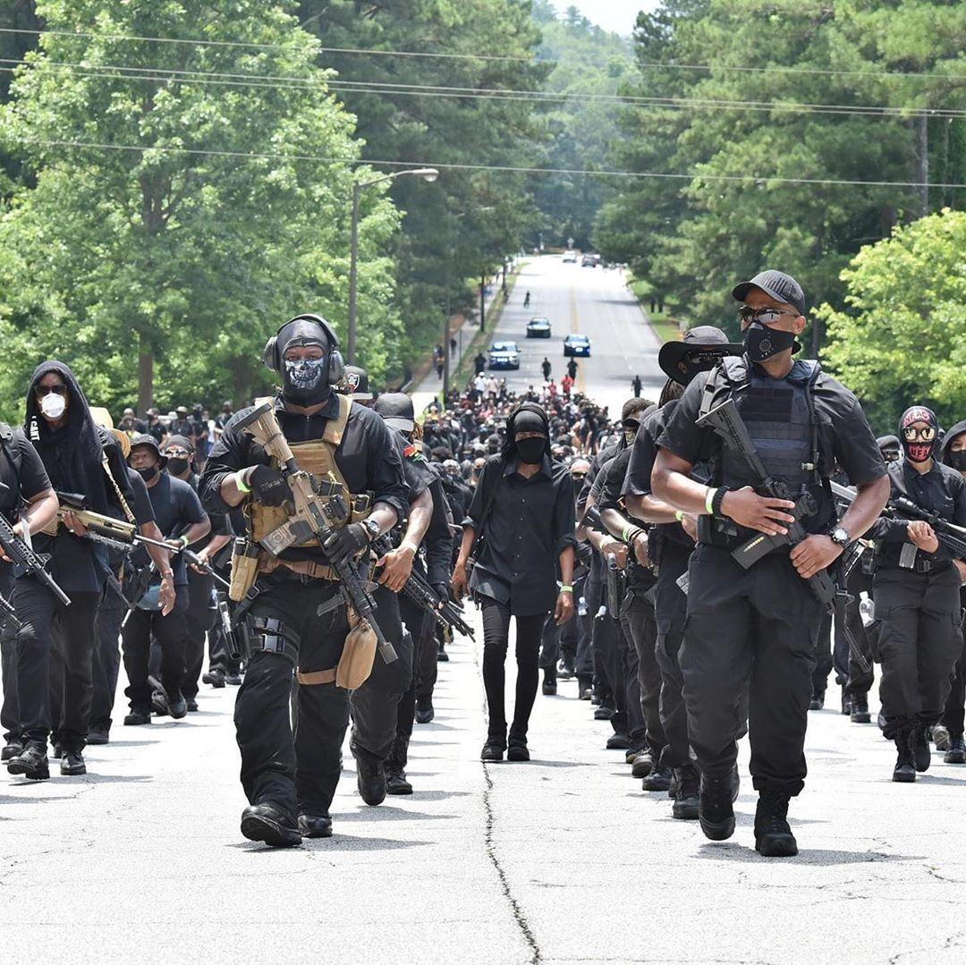"""Radikale NFAC-Miliz """"glaubt an Gewaltlösung"""" und will reales Wakanda für alle Afroamerikaner"""
