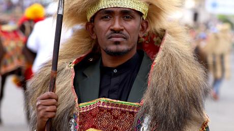 Äthiopien: Mehr als 90 Tote bei Protesten nach Mord an Sänger Hachalu Hundessa. Auf dem Archivbild vom 2. März 2019: Musiker Hachalu Hundessa in traditioneller Tracht bei Feierlichkeiten anlässlich des 123. Jahrestages des Sieges über italienische Truppen in der Adwa-Schlacht