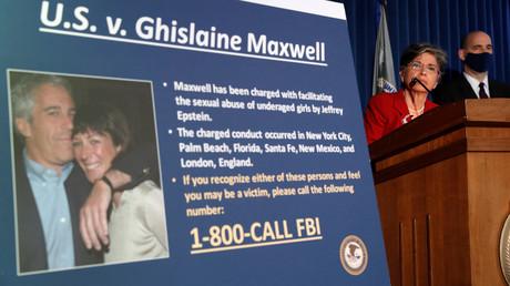 Am Donnerstag wurde Ghislaine Maxwell in den USA festgenommen. Die zuständige Staatsanwaltschaft in New York verkündete daraufhin die Anklagepunkte in einer Pressekonferenz.