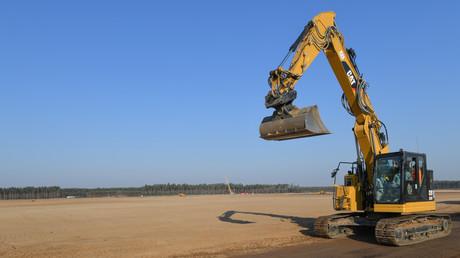 Sandwüste und Bauarbeiten in Grünheide nahe Berlin, April 2020