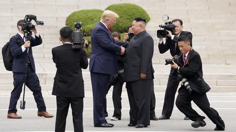 Nordkorea sieht keine Notwendigkeit für neue Verhandlungen mit USA. Auf dem Archivbild: US-Präsident Donald Trump trifft Nordkoreas Staatschef Kim Jong-un in der demilitarisierten Zone an der innerkoreanischen Grenze, 30. Juni 2019