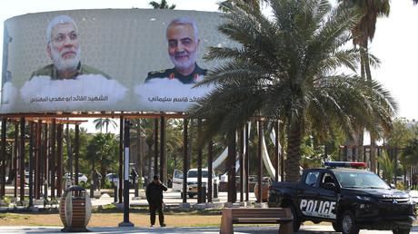 Eine Anzeigetafel in Bagdad mit Bildern und Namen von Personen, die durch den US-Drohnenangriff vom 3. Januar ums Leben gekommen sind (Bild vom 10. Februar).