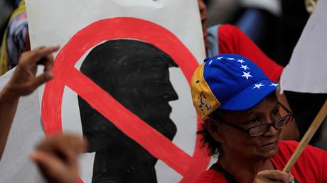 Anhänger von Venezuelas Präsident Nicolás Maduro bei einer Kundgebung gegen US-Präsident Donald Trump in Caracas (Archivbild)