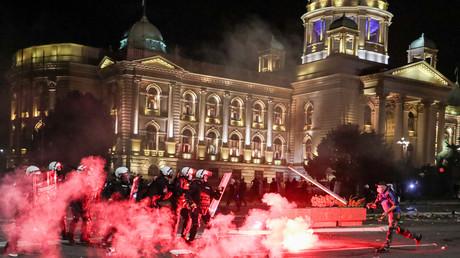 Schwere Ausschreitungen bei Protesten gegen die neuen Lockdown-Maßnahmen in Belgrad, 8. Juli 2020