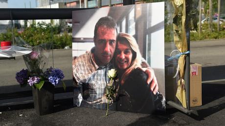 Nach tödlichem Angriff auf Busfahrer in Frankreich: Politiker fordern harte Strafen für Täter. Auf dem Bild: Ein Foto von Veronique Monguillot and Philippe Monguillot bei einem Gedenkmarsch in Bayonne, 8. Juli 2020