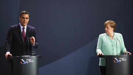 Spaniens Ministerpräsident Pedro Sánchez und Bundeskanzlerin Angela Merkel bei einer gemeinsamen Pressekonferenz vor ihrem anschließenden Gespräch – Berlin, 14. Juli 2020
