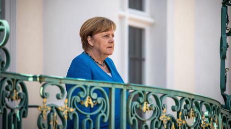 Bundeskanzlerin Angela Merkel bei ihrem Treffen mit dem italienischen Ministerpräsidenten Guiseppe Conte im Garten von Schloss Meseberg am 13. Juli 2020 in der Nähe von Gransee, Deutschland.