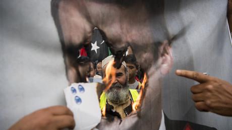Bei Protesten in der libyschen Hauptstadt Tripolis gegen die Offensive von Chalifa Haftar entlud sich die Wut der Menschen auch auf den französischen Präsidenten Emmanuel Macron. (Bild vom 26. April 2019)