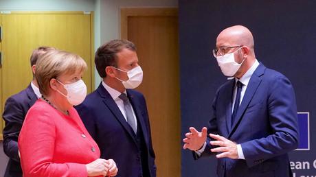 Der Präsident des Europäischen Rates Charles Michel, der französische Präsident Emmanuel Macron und Bundeskanzlerin Angela Merkel (von rechts) am 17. Juli 2020 in Brüssel.