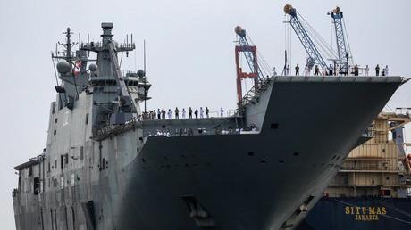 Die HMAS Canberra (L02) am 18. Mai 2019 im Hafen von Tanjung Priok in Jakarta, Indonesien.