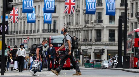 Symbolbild: Menschen mit Schutzmasken in London. (24. Juli 2020)